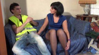 Femme mature a de l'expérience dans le domaine sexuel