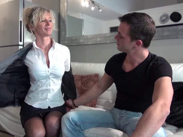 Femme mature sodomisée par son locataire