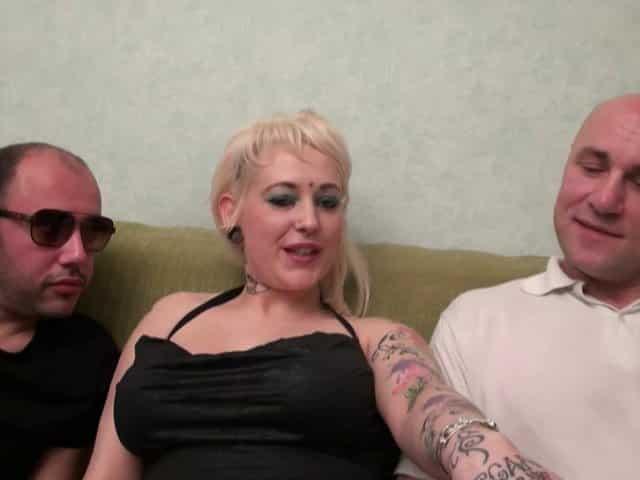 Une femme mature sexy qui aime le sexe anal