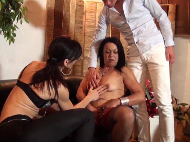 Brune libertine passe son casting porno
